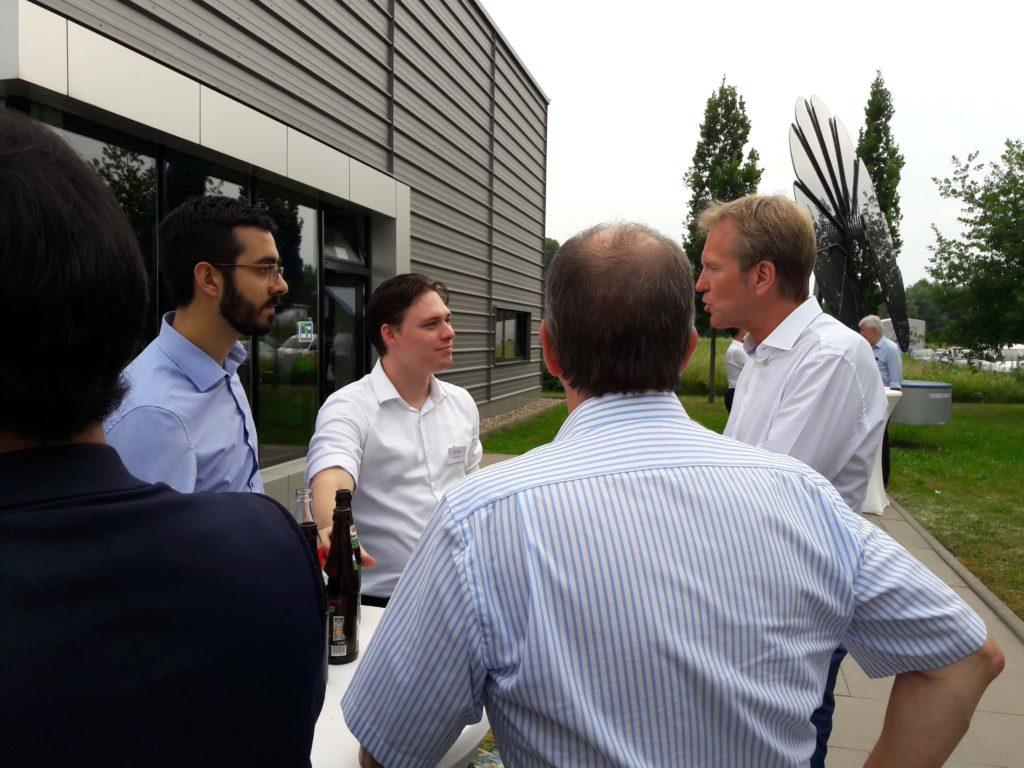 Felix und Lucas diskutieren mit Markus Brock