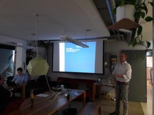 Moritz Hütten stellt seine Forschungsarbeiten an der Darmstadt Business School vor