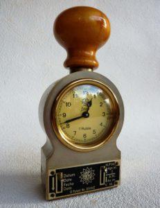 Zeitstempel mit Datumsanzeige und Datumsdruck, Marke ERFU, etwa 1960. Mechanisches Uhrwerk, Handaufzug, acht Tage Laufzeit